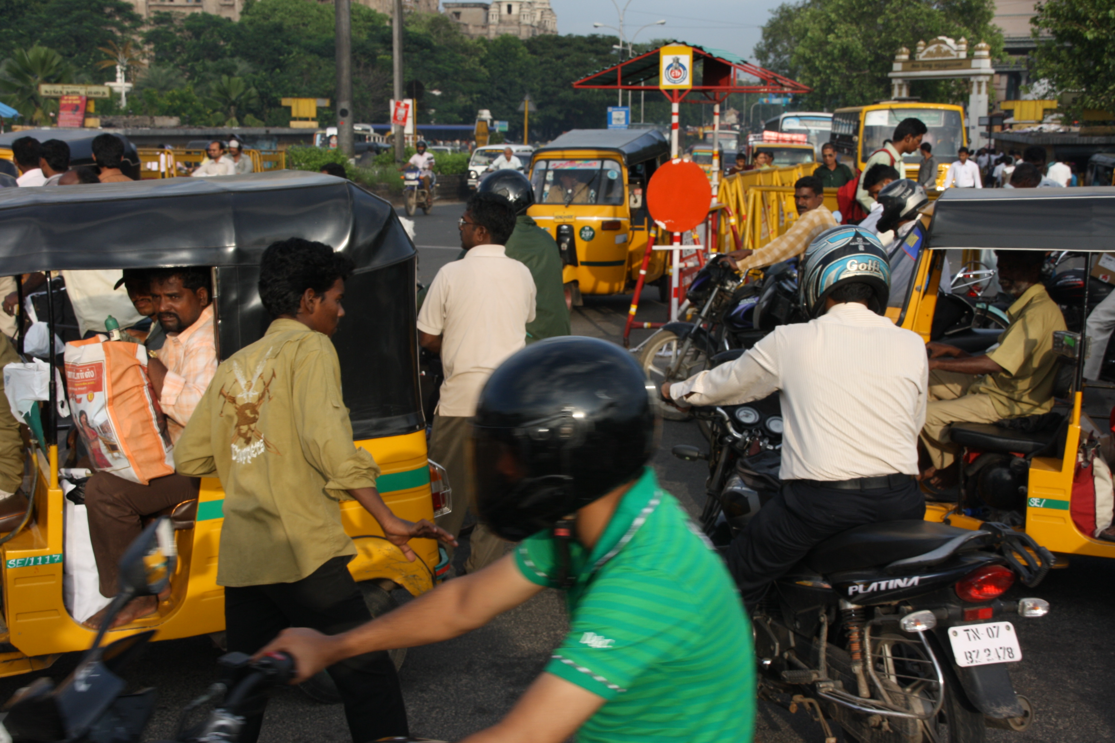 crowded streets india autorickshaw cycles